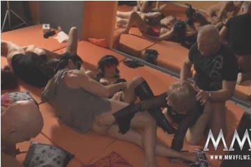 MILF szexparti a swingerklubban