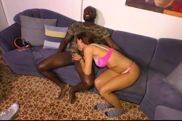 Fekete szeretője keféli a MILF-et
